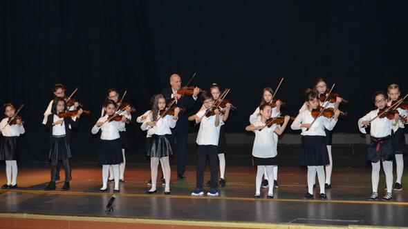 Türkiye genelinden 75 öğrenciden keman konseri