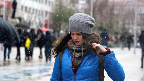 Bolu Dağında kar ulaşımı yavaşlattı (2)