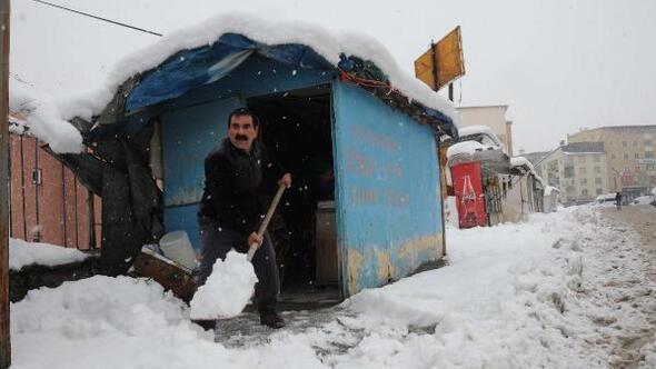 Hakkari kar altında