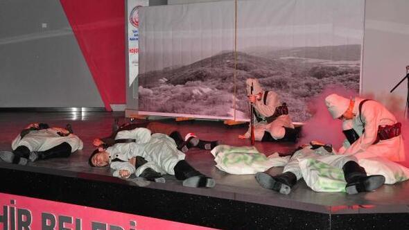 Öğrencilerin Çanakkale tiyatrosu beğeniyle izlendi