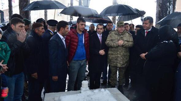 Bitliste kar altında Çanakkale Şehitlerini anma töreni