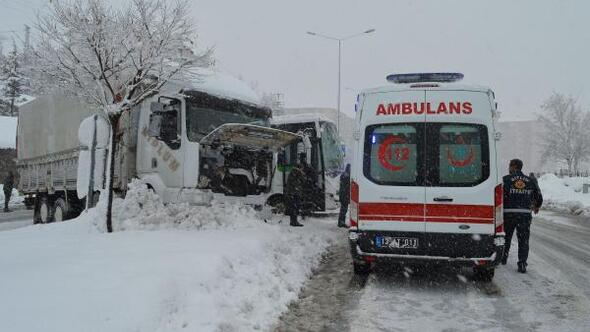 Bitlis'te 90 köy yolu kardan kapandı(2)
