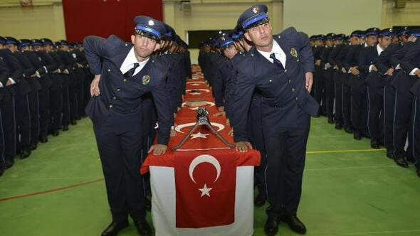 Diyarbakır Valisi Aksoy, yeni mezun olan polislere Gaffar Okkanı örnek gösterdi