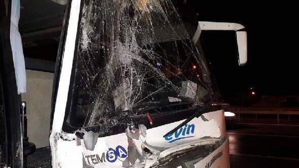 İşçi servisi TIRa çarptı: 8 yaralı