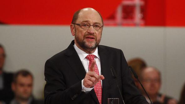 Almanya ile sular durulmuyor... Bir açıklama da Merkelin rakibinden geldi