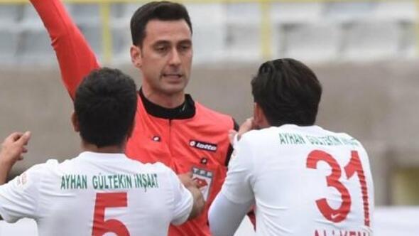 Spor Toto 2. Ligi Kırmızı Grup'ta lider Gümüşhanespor'u 3-0 mağlup ederek liderlikten indirdikten pazar günü düşme hattındaki Tokatspor'a deplasmanda 1-0 yenilen Karşıyaka, kırmızı kart kabusundan kurtulamadı.