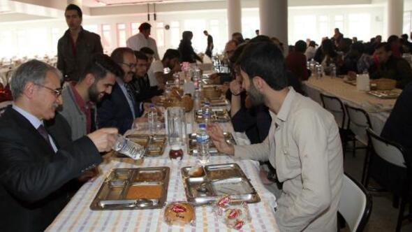 Üniversitede Çanakkale menüsü