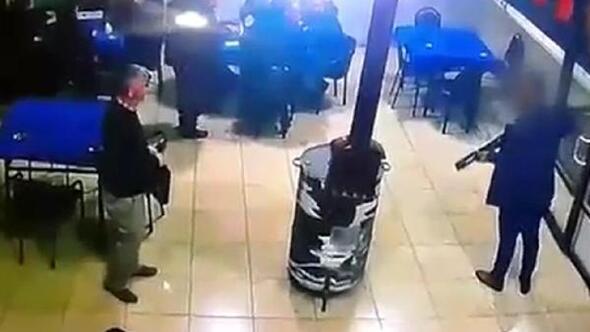 Pompalı tüfekle kahvehaneyi bastı
