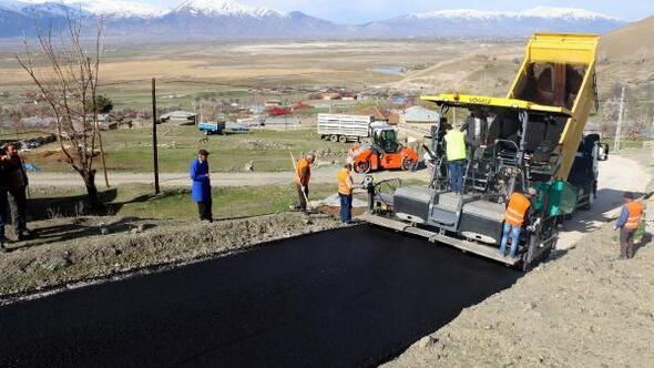 Erzincanda köylere sıcak asfalt