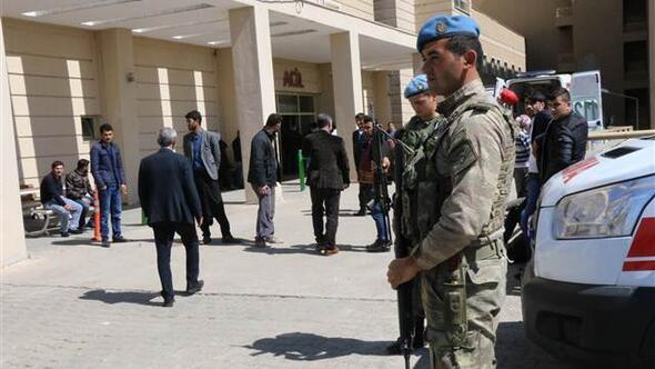 Son dakika... Diyarbakırda okulda silahla kavga