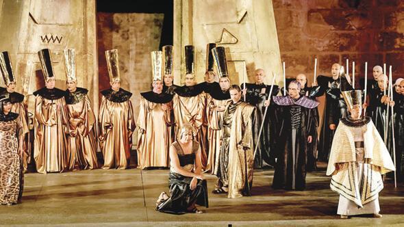 Opera balede bütçe alarmı