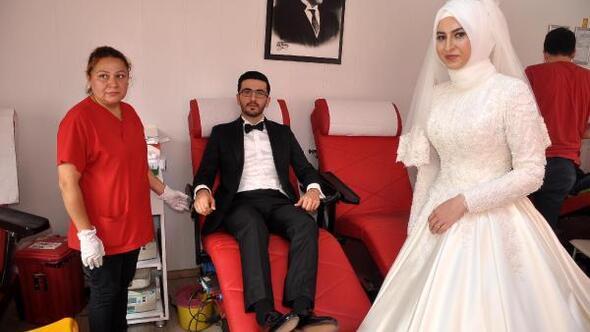 e1621391903ca Osmaniye Haberleri - Gelin ile damat düğünden önce kan bağışladı ...