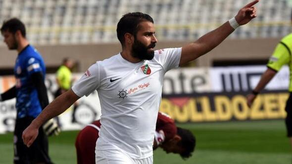 Yeni sezon öncesi kadrosunu büyük ölçüde korumayı başaran Karşıyaka, iç transferde orta saha oyuncusu Mahmut Temür'le de anlaştı.