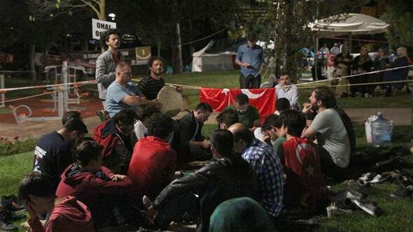 Kısıklı'da demokrasi nöbeti gece de devam etti