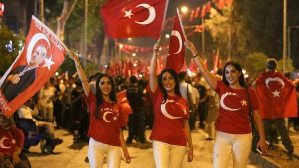 Binlerce Antalyalı darbeye karşı yürüdü - Ek fotoğraflar