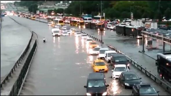 fotoğraf//İstanbul yağmura teslim