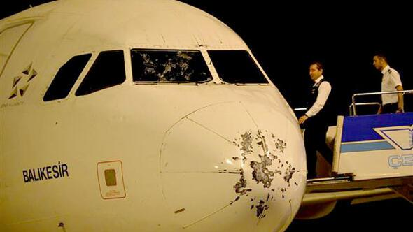 Repülő, ami 5000 láb magasságban találkozott a jéggel... - Forrás: Hürriyet