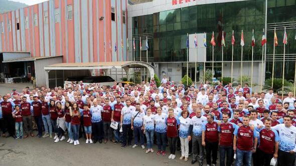 İş adamı Celil Hekimoğlu çalışanlarına yeni sezon forması hediye etti