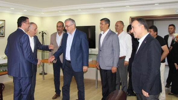 Türk-İş Genel Başkanı Atalaydan tutuklu sendikacıyı ziyaret