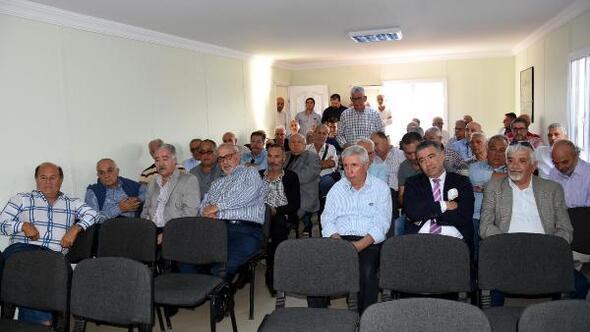 Karşıyaka'da camia, kulübün durumunu konuşmak için bir araya geldi.