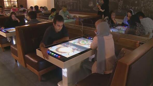 Tahrandaki robot restoran görenleri şaşırtıyor