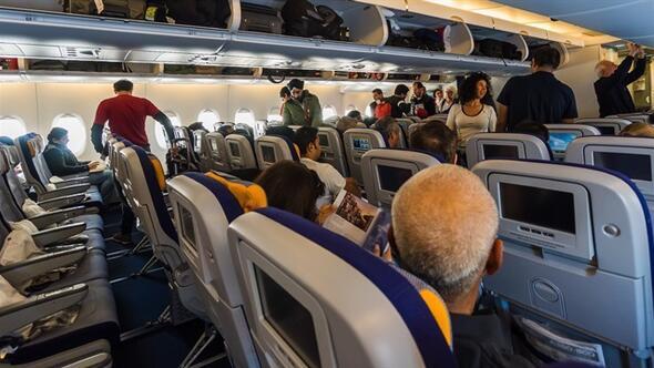 Ankara uçağı karıştı iki yolcu yumruk yumruğa kavga etti