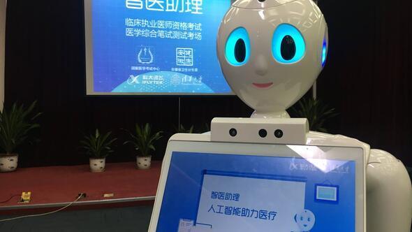 Çinli robot tıp sınavında başarılı oldu