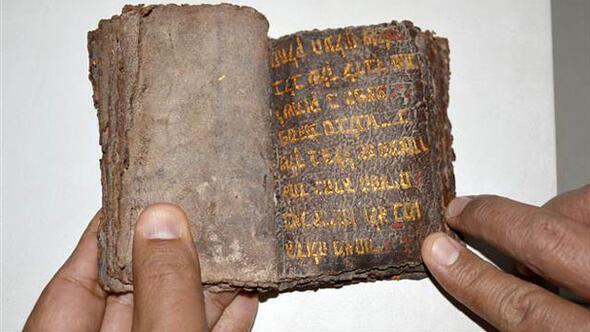 700 yıllık altın yazmalı Tevrat ele geçirildi