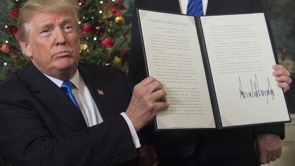 Son dakika: Trump: Kudüsü İsrailin başkenti olarak tanıma vakti gelmiştir