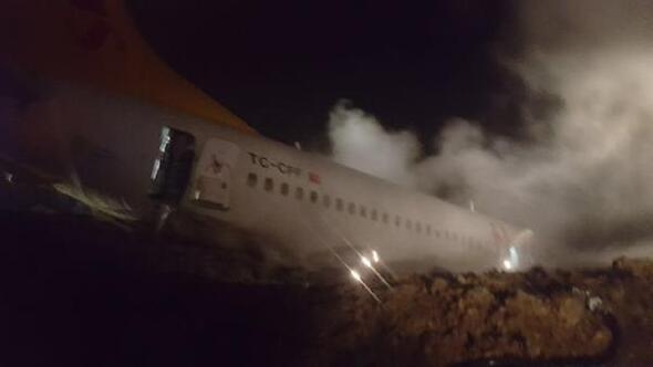 Ankara'dan kalkan yolcu uçağı Trabzon Havalimanı'na iniş yaptığı sırada pistten çıktı