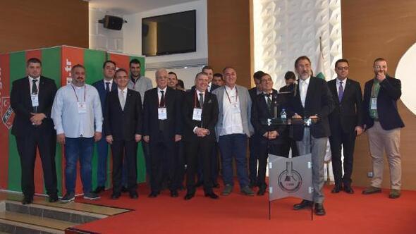 Karşıyaka'nın Mutlu Altuğ yönetiminin istifası sonrası yapılan olağanüstü kongresinde başkanlığa kulüpte daha önce 2014-15 ve 2016-17 sezonlarında basketbol şube başkanlığa da yapan Turgay Büyükkarcı seçildi.