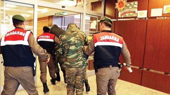 tutuklu Yunan askerleri ile ilgili görsel sonucu