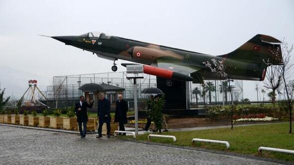 Hava Kuvvetleri Komutanı Orgeneral Küçükakyüzden memleketine uçak jesti