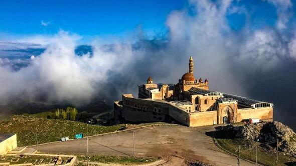 İshak Paşa Sarayının etrafında görsel şölen