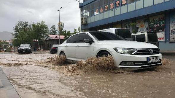 Doğubayazıt'ta şiddetli yağış ve dolu