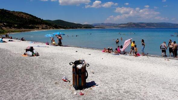 Yeşilova Haberleri Salda Gölü çevresinde çöp Kirliliği Burdur