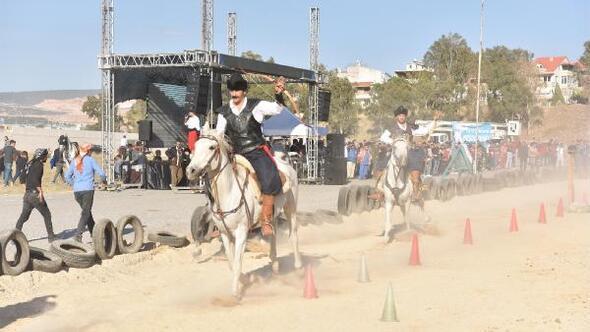 Bornovada rahvan at yarışları yapıldı