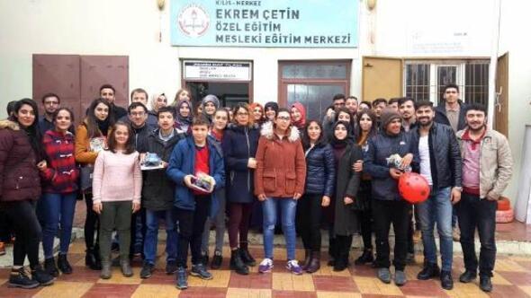 Kilis Haberleri: Üniversite öğrencilerinden Minik Eller Hayallerini Yaşıyor projesi 67
