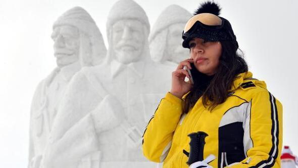 Sarıkamiş Haberleri: Şehit Mehmetçiklerin kardan heykellerine yoğun ilgi 41