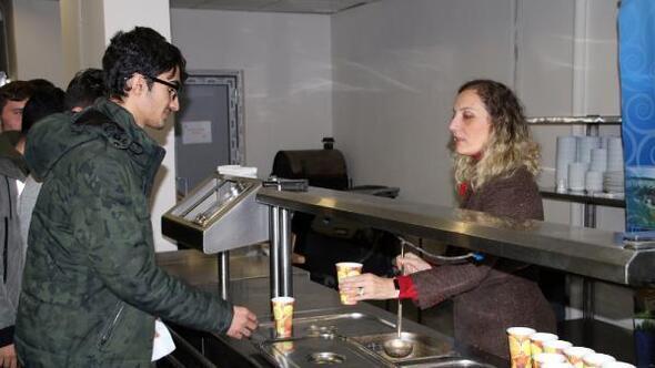 Final sınavlarına hazırlanan öğrencilere 24 saat çay ve çorba ikramı