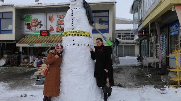 Vartoda 3 metrelik kardan adama ilgi