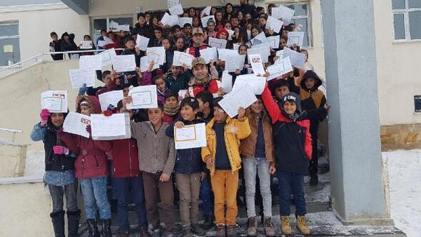 Van, Bitlis ve Hakkaride 471 bin 110 öğrenci karne heyecanı yaşadı