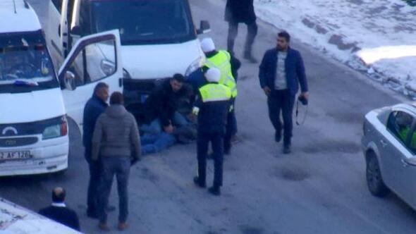 Polis aracına çarpıp kaçan sürücü, kovalamacayla yakalandı