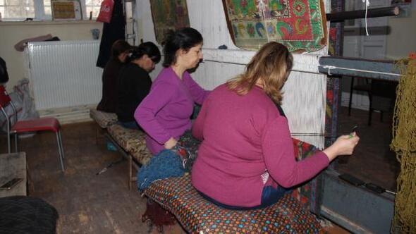 Merkez Haberleri: Geleneksel halı dokumacılığı kadınlara gelir kapısı oldu 33