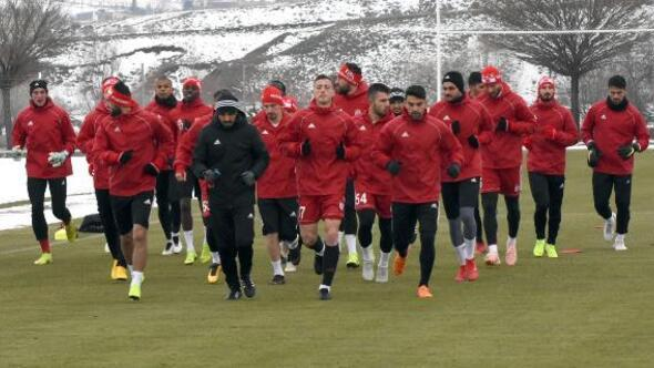 Sivas Haberleri: Hakan Keleş: Trabzonspor maçında galip gelmek istiyoruz 17