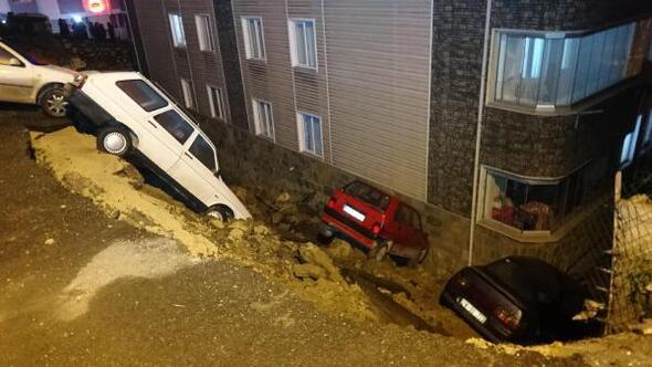 Karabükte istinat duvarı çöktü, 4 otomobilde hasar oluştu