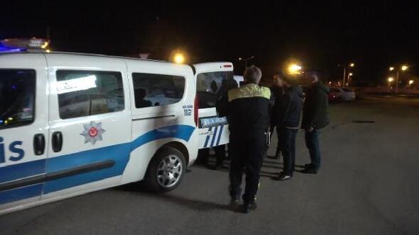 Alkollü sürücü aracını polislerin üzerine sürdü