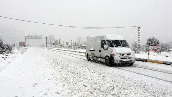 Antalyanın doğusunda fırtına ve kar