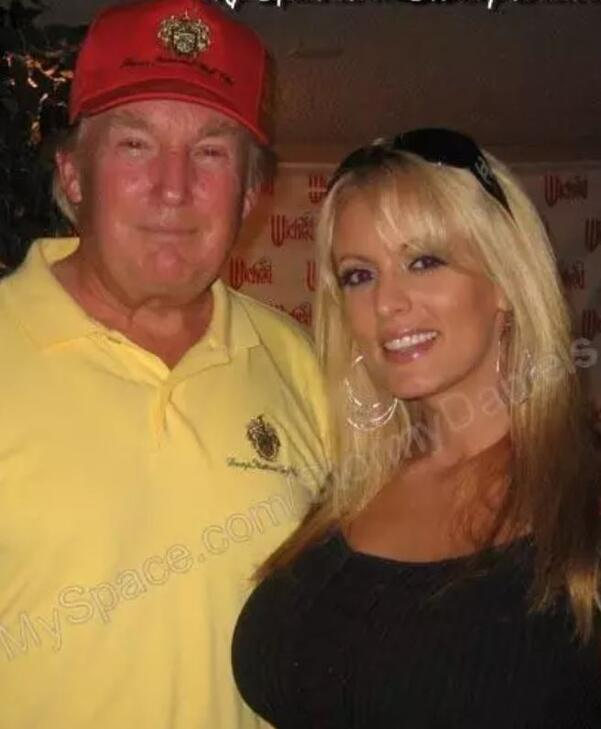 ABDyi karıştıran iddia Trump porno yıldızına 130 bin dolar para ödemiş