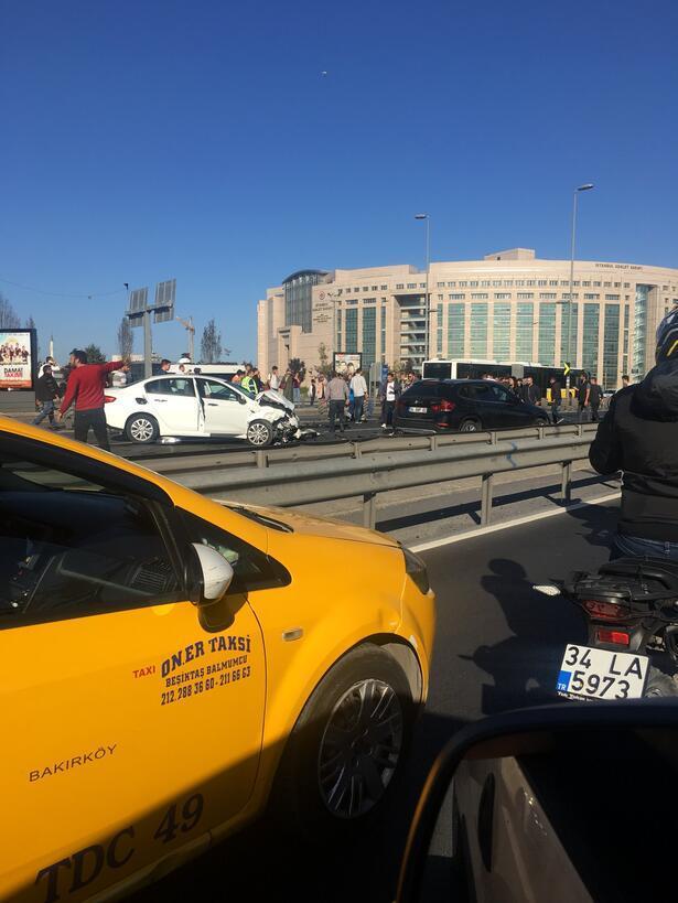 Çağlayanda kaza... E-5te trafik durdu